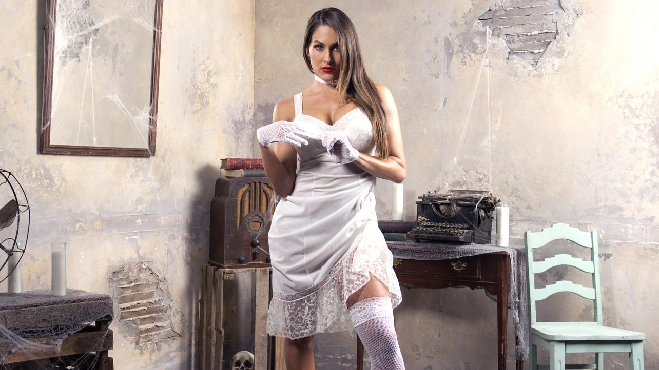 House-of-Haunted-Divas-Nikki-Bella-wwe-divas-37869404-1284-722