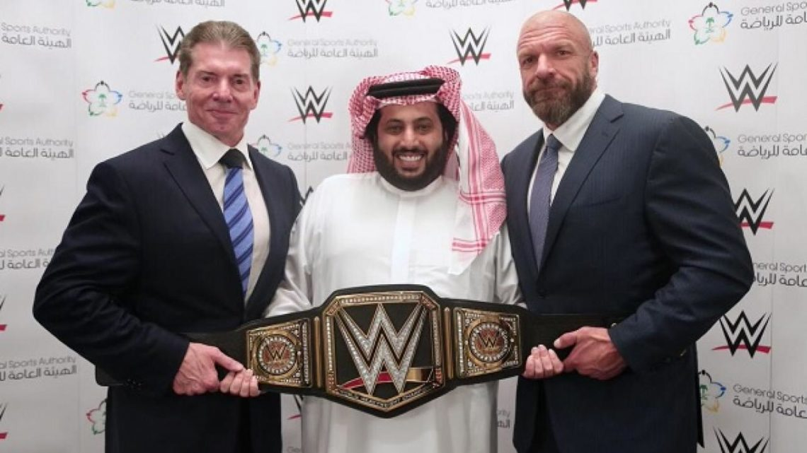 [Compétition] Le PPV Backlash annulé Vince-mcmahon-triple-h-saudi-arabia-1140x641